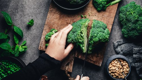 Cut Broccoli Without It Going Everywhere With This TikTok Hack