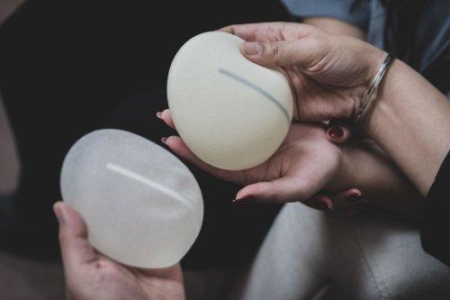 Brustvergrößerung • OP, Kosten und mögliche Komplikationen