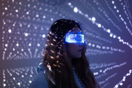 Lighter, Smaller Headsets Could Make VR More Immersive
