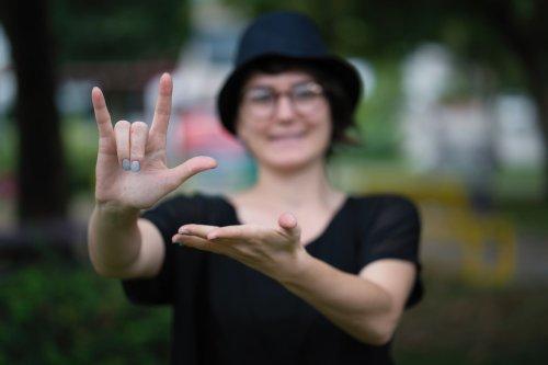 Snapchat Adds AR Sign Language Lenses