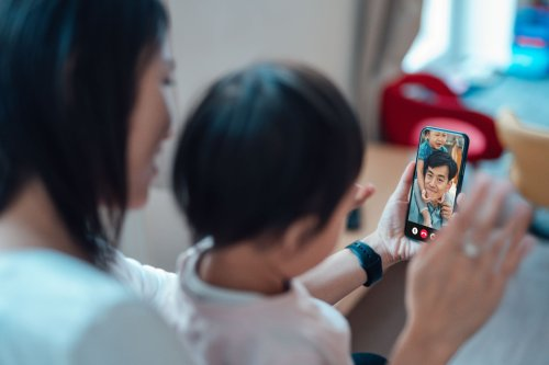 How to Use Portrait Mode on FaceTime in iOS 15