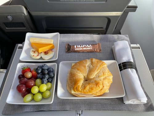 First Class Breakfast: American Airlines Vs. United Airlines