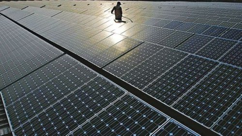 Macquarie looks to sell 450MW solar assets for $300 mn