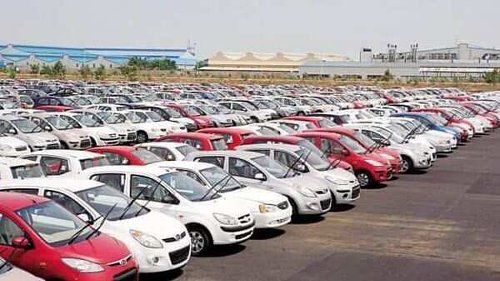 Covid-19 hits passenger vehicle exports, shipments tumble 39% in FY21