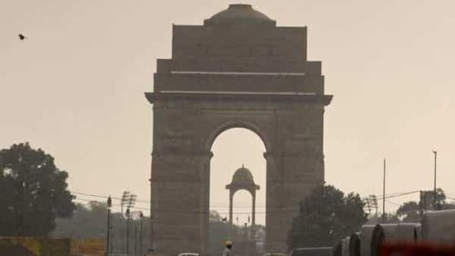 Delhi faces sudden weather change with strong wind. IMD's prediction for today
