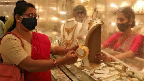 Gold prices dip. Experts say good opportunity for yellow metal investors