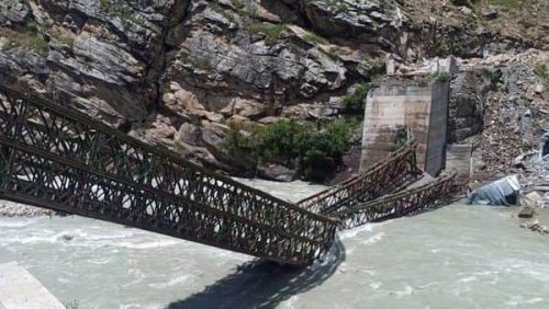 Himachal Pradesh: Boulders fell on tempo in landslide, 9 tourists dead