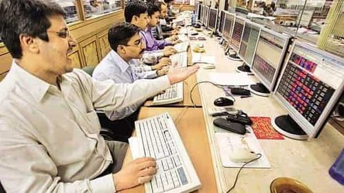 Markets falls 0.7% as daily covid cases top 2 lakh for first time