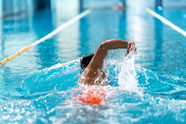 The Perfect 30-Minute Swimming Workout for a Low-Impact Cardio Burn