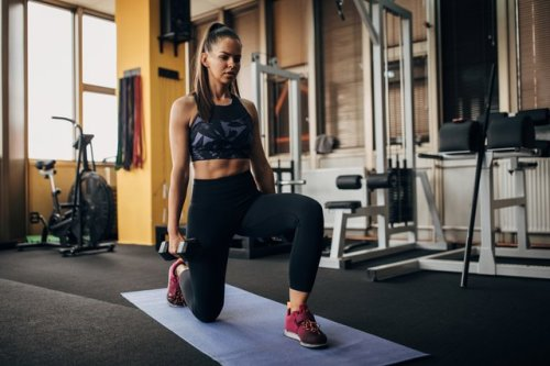 This 20-Minute Arms and Abs Workout Protects Your Back, Thanks to One Simple Tweak