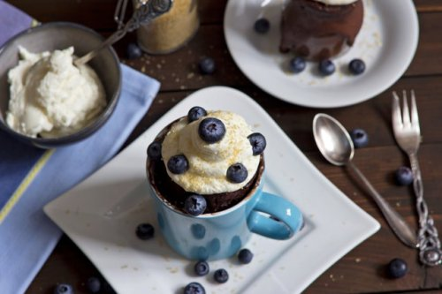 6 High-Protein Mug Cake Recipes for a Healthy Dessert in Minutes