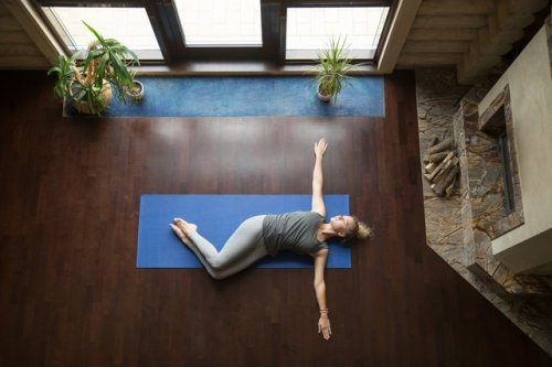 This Full-Body Mobility Move Stretches Your Back and Strengthens Your Core