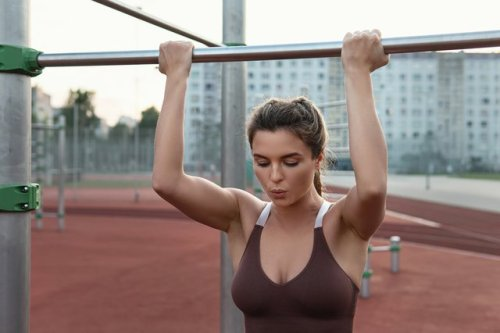 Can't Do a Chin-Up? Here's What Your Body's Trying to Tell You