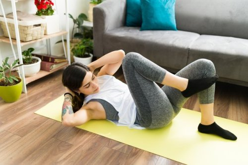 You Can Do This 20-Minute Butt and Ab Workout Lying Down