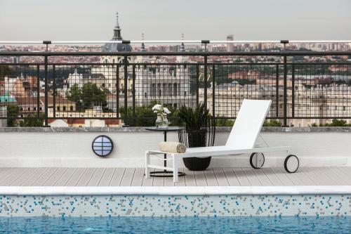 Terraza y piscina en el cielo de Madrid ¿qué más se puede pedir?