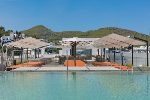 El Hotel W Ibiza está de vuelta.