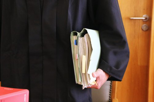 """Neues Buch eines Justizjournalisten: """"Rechte Richter"""" – alles nur Einzelfälle?"""