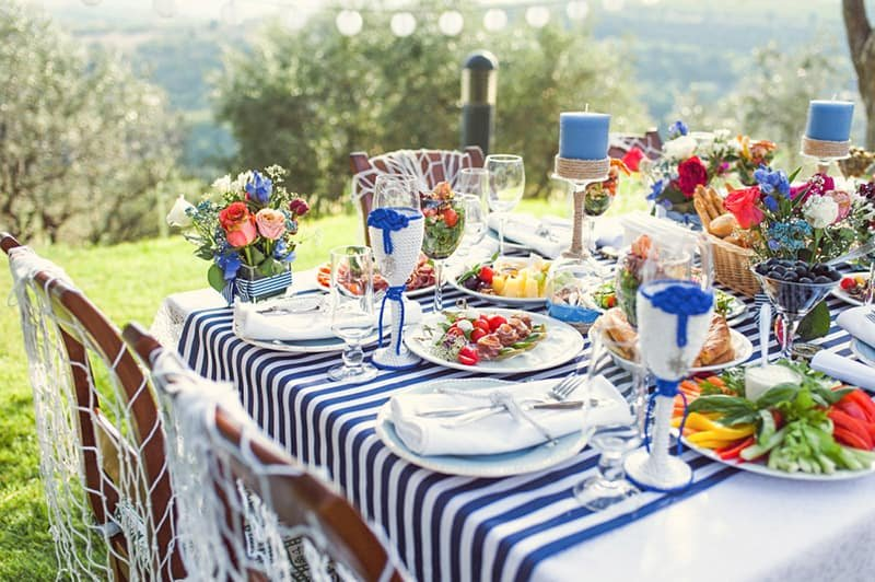 OUTDOOR TABLE SETTINGS TRENDS FOR 2021