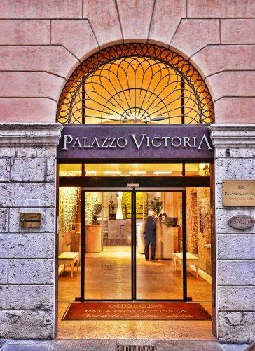 Palazzo Victoria, Verona: Roman Ruins & a Love Wall