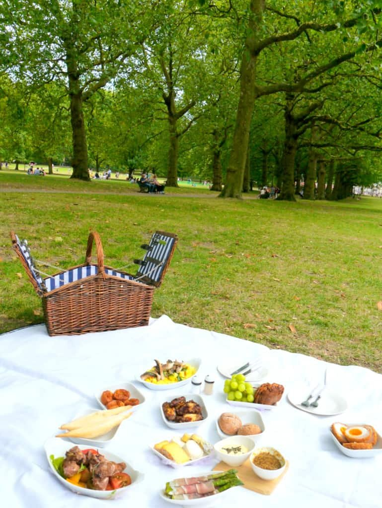 A Luxury London Champagne Picnic in the Park