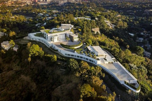 20 bedrooms, a nightclub, 4 swimming pools and more for $500 million – Take a look inside America's most expensive home
