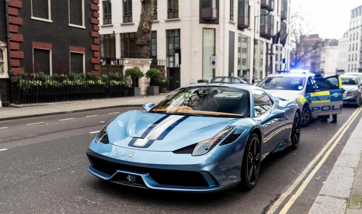 Pics - A $700,000 limited edition Ferrari is towed for not having insurance - Luxurylaunches