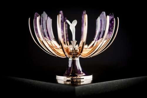 Take a look at the exquisite Easter egg created by Rolls Royce and Russian jeweler Faberge