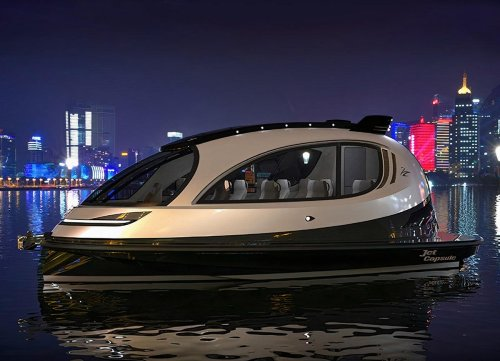 Lazzarini designs the mini yacht of the future. The jet capsule due punto zero (2.0) is luxe, fast, and just big enough.