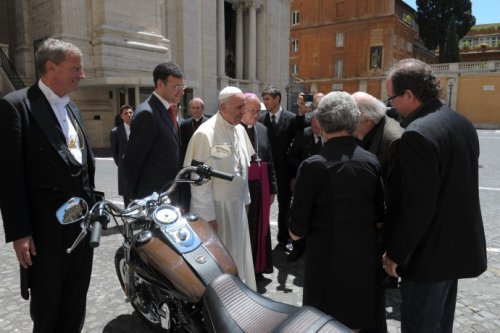 Harley Davidson Dyna Super Glide gifted to Pope Francis to be auctioned : Luxurylaunches