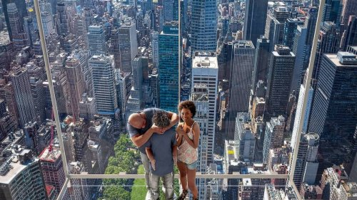 Not in China or Dubai – But it is in New York where you will be soon able to take a glass elevator to the top of a 1401 feet high skyscraper and take selfies in transparent glass sky boxes.