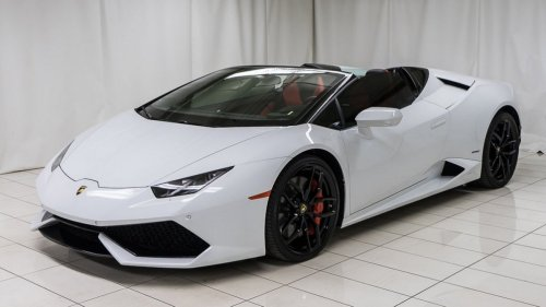A Lamborghini owner in Canada has sued the dealership after his white Huracan Spyder turned yellow