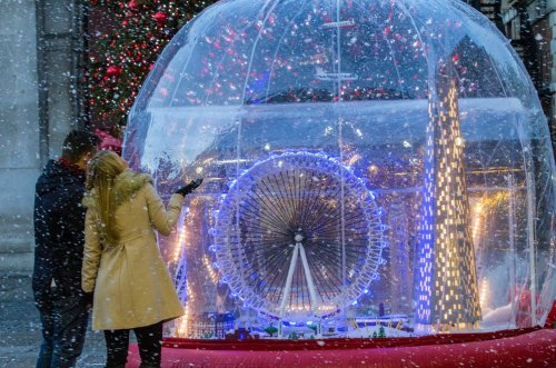 The world's largest LEGO snow globe dazzles London's Covent Garden Piazza : Luxurylaunches