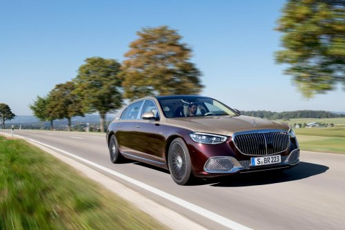 A 4D surround sound system, champagne cooler, gesture operated doors and a mighty V12 engine under the hood – 2022 Mercedes-Maybach S680 and its a yacht on wheels
