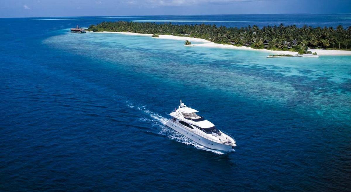 Holiday like the Kardashians – The Jumeriah Vittaveli hotel in the Maldives lets you rent a superyacht