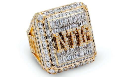 Drake being Drake gifted his entire team $50,000 diamond rings celebrate Rec Basketball League Championship