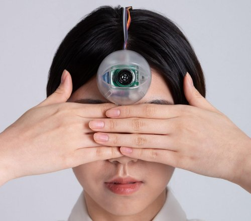 Every Influencer's dream come true – A brilliant student has designed a robot eye that is fixed to the forehead so users can walk while looking at their phones. (The eye buzzes if it detects an obstacle ahead)