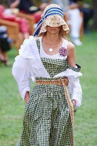 Von Bucket Hats bis Visors – Die angesagtesten Hut-Trends für den Sommer!