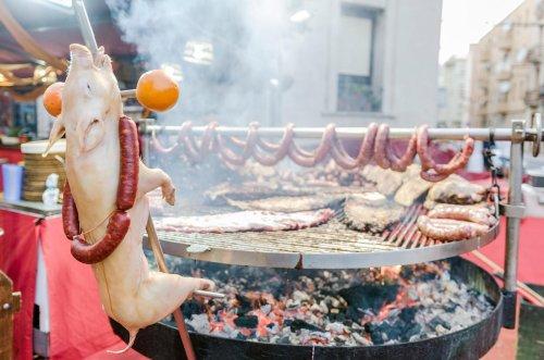 Veganerin verklagt Nachbarn, weil er Fleisch grillt. Das Echo geht viral!