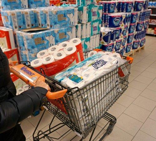 Kunde will 150 Packungen Klopapier umtauschen – Verkäufer reagiert genial