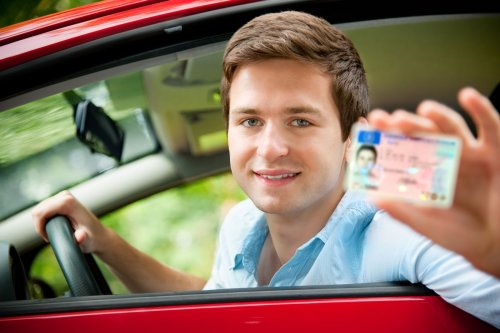Fahranfänger verliert Führerschein in Rekordzeit