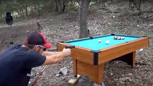 Bulliard: Diese Rednecks zocken Billard mit Knarren
