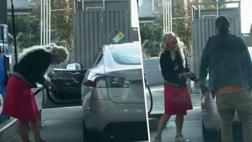 Frau will Elektro-Wagen mit Benzin auftanken – Video geht viral