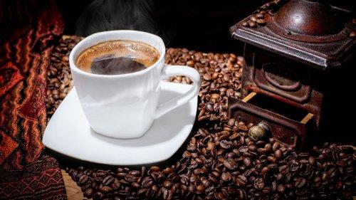 6 Symptome, die zeigen, dass du zu viel Kaffee trinkst