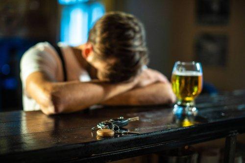 Kneipe schuld, dass er betrunken war: Mann gewinnt Millionen-Klage