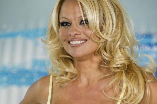 Pamela Anderson sorgt für Schnappatmung! 53-Jährige zieht komplett blank