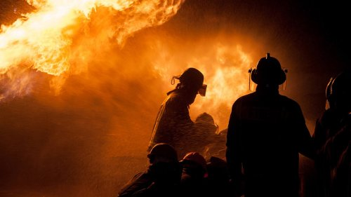 Feuerwehrmänner gehen essen. Die Rechnung verschlägt ihnen die Sprache