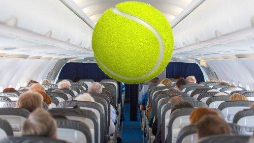 Warum du immer einen Tennisball mit ins Flugzeug nehmen solltest