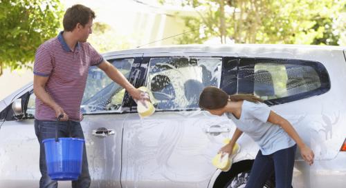 Laver sa voiture chez soi : ce que dit la loi