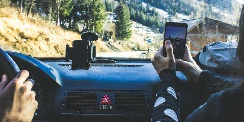 9 Useful DIY Ways to Set Up a Tablet or Smartphone Car Mount