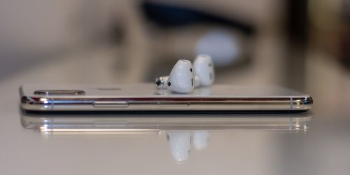 10 Ways to Fix AirPods That Keep Disconnecting From Your iPhone